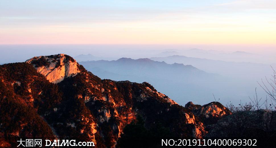 泰山山顶日出美景摄影图片