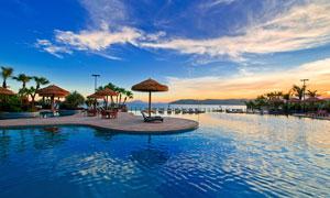 海边度假游泳池美景摄影图片