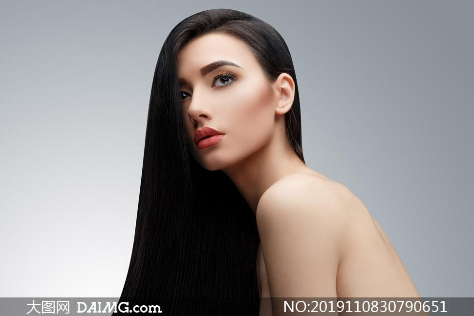 香肩裸背黑发美女写真摄影高清图片