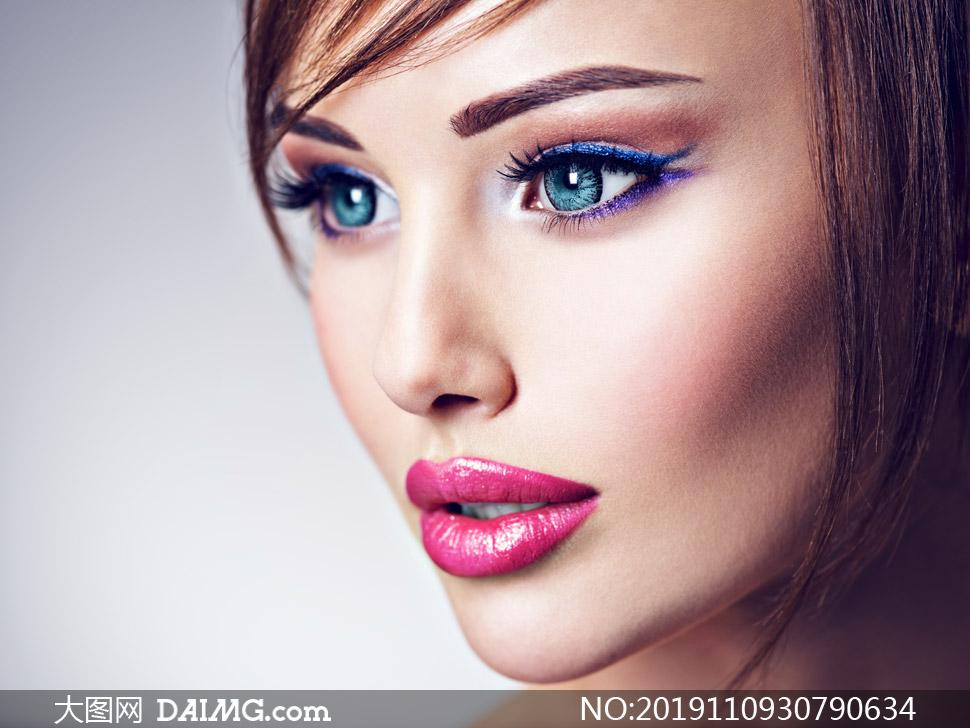 侧面视角浓妆美女写真摄影高清图片
