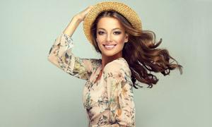 戴草帽的靓丽长发美女摄影高清图片