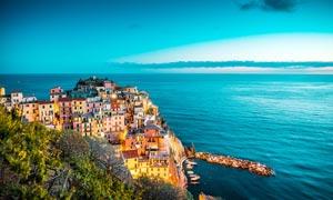 欧洲海滨城市美丽夜景摄影图片