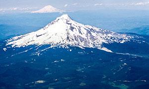 壮观的雪山航拍图高清摄影图片