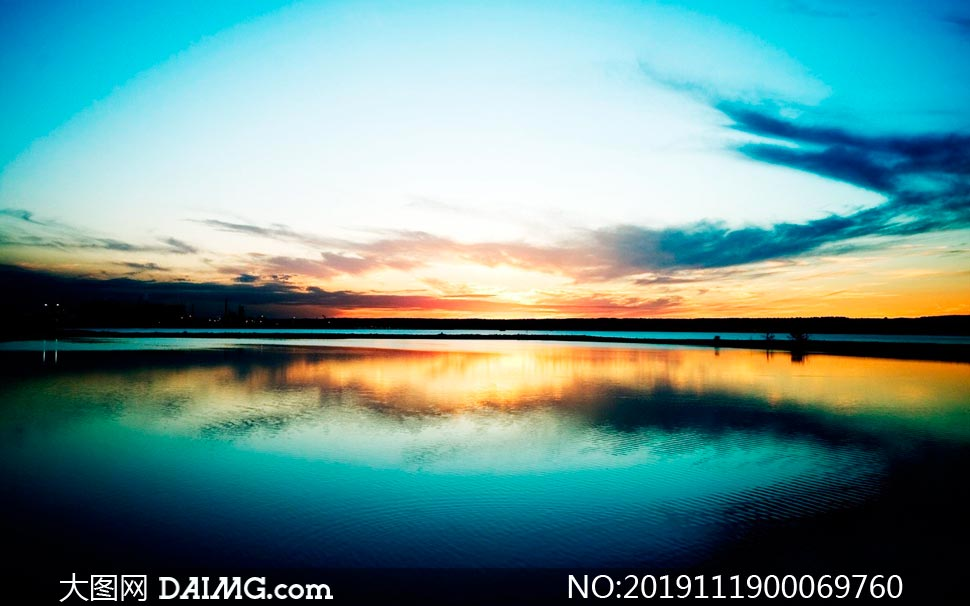 傍晚美丽的湖景高清摄影图片