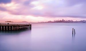 唯美的湖邊碼頭高清攝影圖片