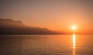湖边美丽的夕阳美景高清摄影图片