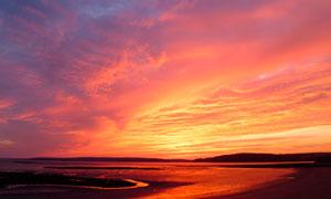 黃昏下的海邊風景高清攝影圖片