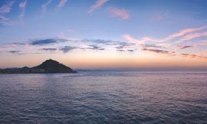 傍晚大海中的小島高清攝影圖片