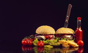 搭配有番茄酱的汉堡包摄影高清图片