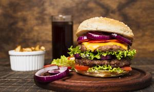 芝士牛肉汉堡包等特写摄影高清图片