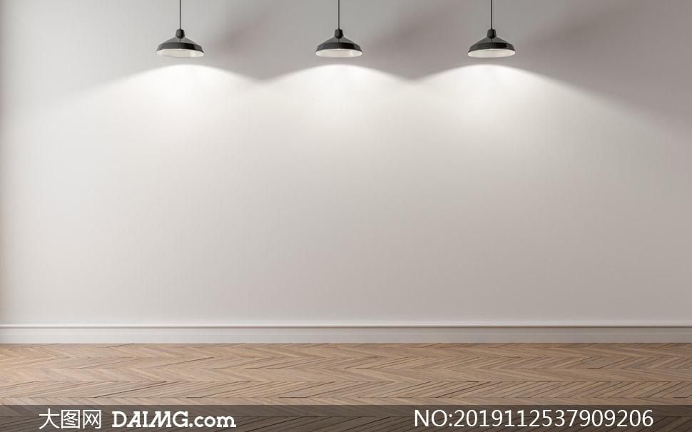 房间里亮着的三盏吊灯摄影高清图片