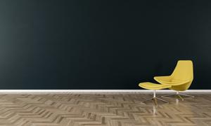 室內黑色墻壁與黃色沙發椅高清圖片