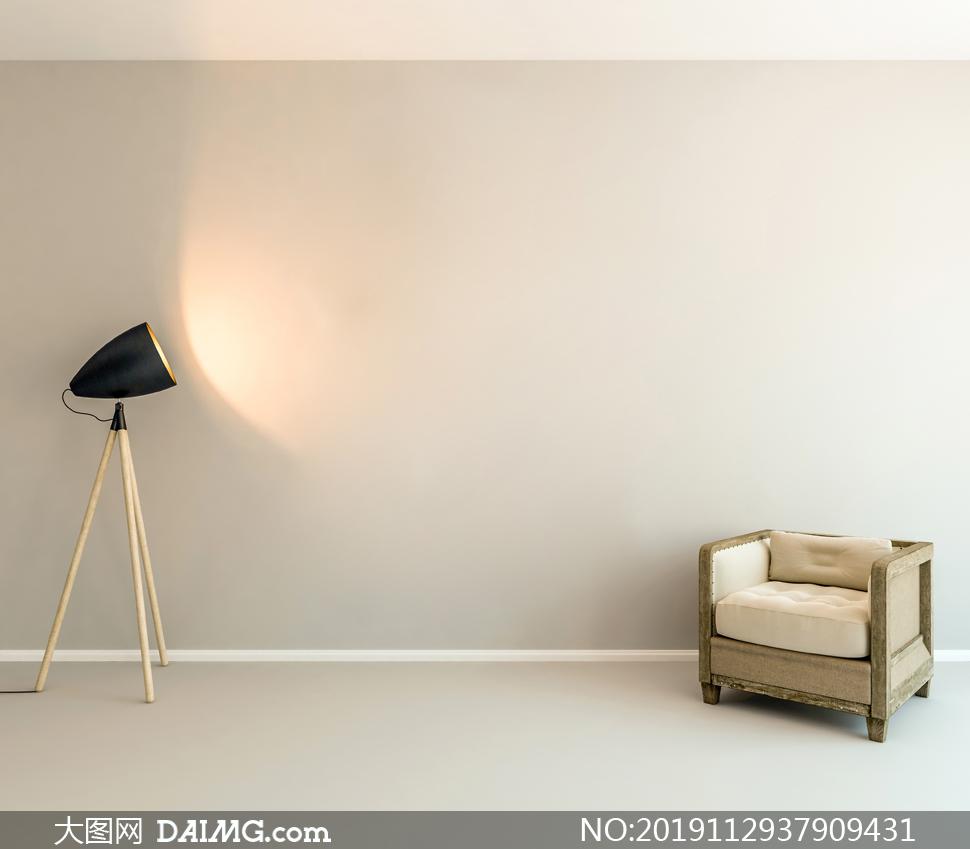 落地灯与木质怀旧沙发摄影图片素材