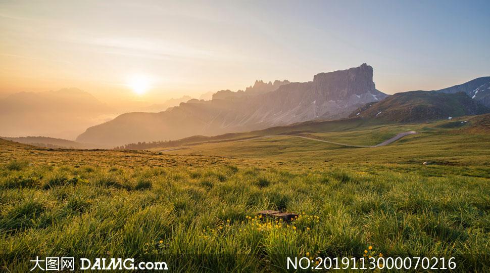 草原上的夕阳美景高清摄影图片