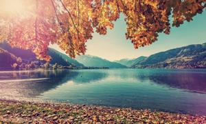 湖畔山峦秋天自然风景摄影高清图片