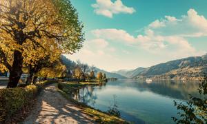 蓝天白云湖泊小路风光摄影高清图片