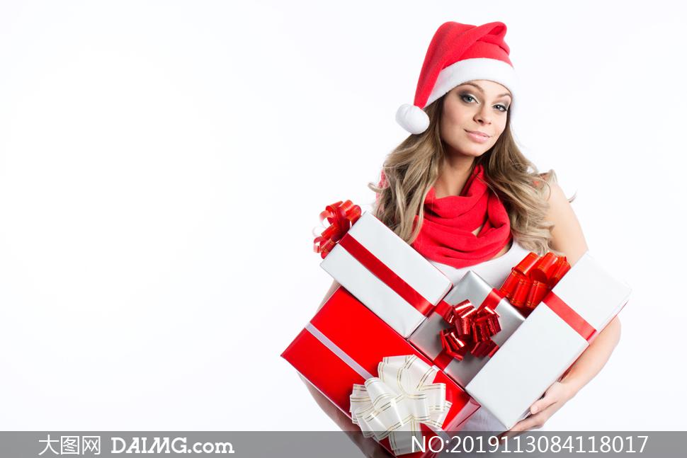 收到礼物的圣诞装美女摄影高清图片