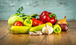辣椒洋葱和西红柿等蔬菜摄影图片