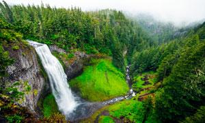 山林中的瀑布流水高清攝影圖片
