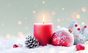 冬天圣诞球与红色蜡烛摄影高清图片