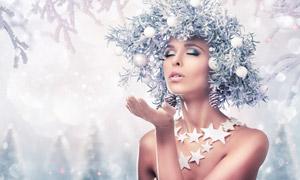 积雪树枝下的性感美女摄影高清图片