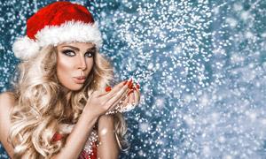 戴圣诞帽子的金发美女写真高清图片