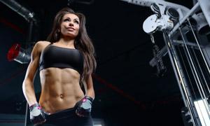健身房内长发运动美女摄影高清图片