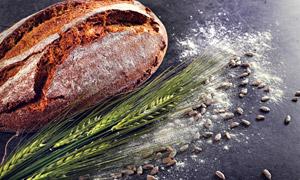 面粉瓜子仁与麦穗面包摄影高清图片