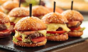新鲜出炉的汉堡包美食特写高清图片