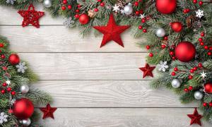 木板墙上的圣诞节装饰元素高清图片