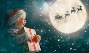 懷抱著禮物的可愛兒童攝影高清圖片