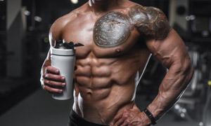 肌肉发达的健身刺青男摄影高清图片