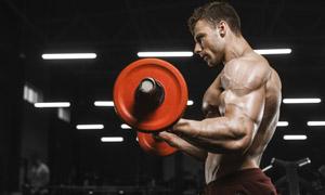 手握举杠铃的健身男人摄影高清图片