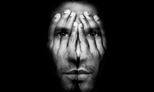 创意的双手在脸部合成特效PS动作