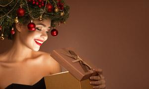 打開了禮物的紅唇美女攝影高清圖片