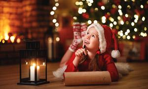 在思考問題的圣誕裝扮兒童高清圖片