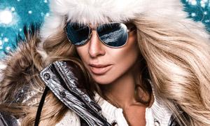 戴墨镜的冬装长发美女摄影高清图片