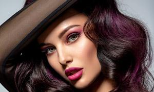 黑色透視裝的卷發妝容美女高清圖片