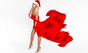 脚蹬高跟鞋的圣诞红裙美女高清图片