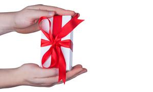 手中长方形的礼物特写摄影高清图片