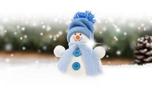 松果與可愛的雪人全景視角創意圖片