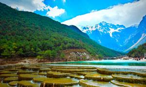 青山脚下美丽的河流瀑布摄影图片