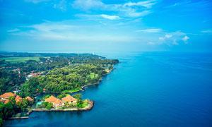 蓝天下的大海和海岛美景摄影图片