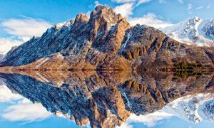 雪山下的湖泊和倒影高清摄影图片