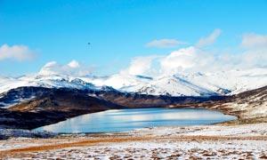 新疆喀纳斯小黑湖美丽雪景摄影图片
