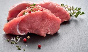 切好了备用的新鲜牛肉摄影高清图片