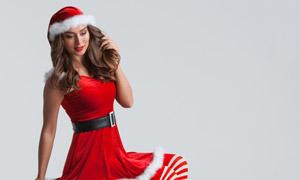 圣诞礼物盒与红裙美女摄影高清图片