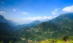 蓝天下的盘山公路摄影图片