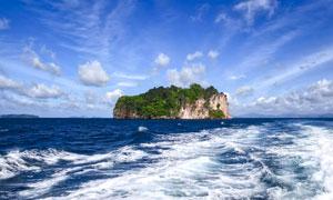 大海之中的小岛高清摄影图片