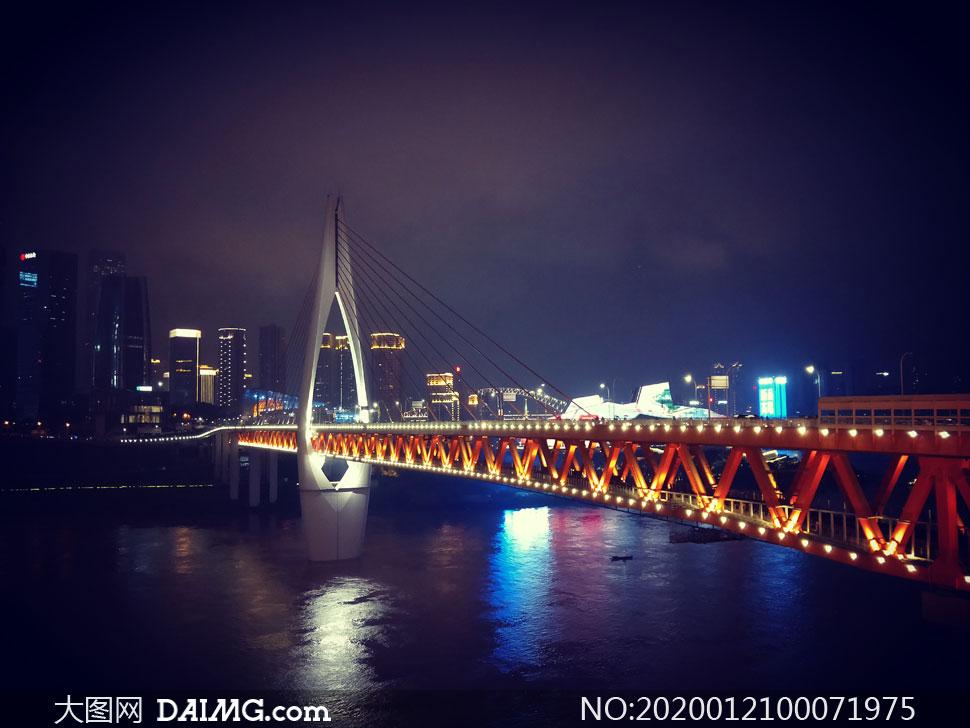 美丽的重庆千厮门大桥夜景摄影图片